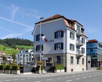 TOP Hotel Freihof Unteraegeri - Unterägeri - Building