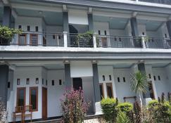 Kasuwari Hotel - Labuan Bajo - Building