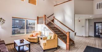 Quality Inn & Suites - Meridian - Lobby