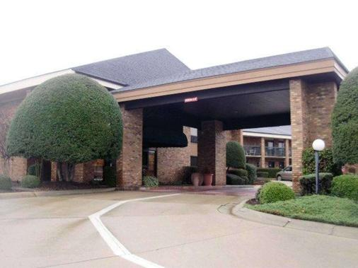 Quality Inn & Suites - Searcy - Building