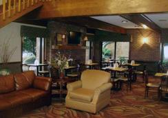 Quality Inn & Suites - Searcy - Lobby