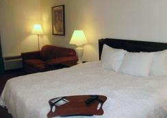 Quality Inn & Suites - Searcy - Bedroom