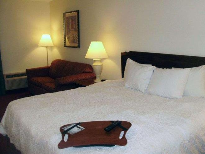 Quality Inn and Suites Searcy I-67 - Searcy - Bedroom