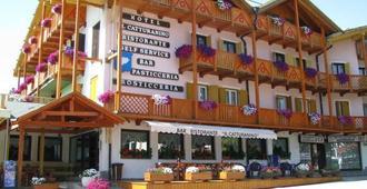 Hotel Il Catturanino - Madonna di Campiglio - Κτίριο