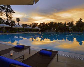 Sheraton Batumi Hotel - Batumi - Pool