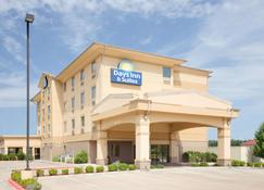 Days Inn & Suites by Wyndham Russellville - Russellville - Building