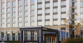 โรงแรมโลว์ส ชิคาโก โอแฮร์ - โรสมอนต์