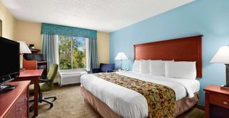 Baymont by Wyndham Gainesville - Gainesville - Bedroom