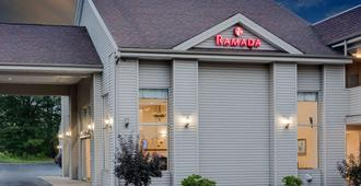 Ramada by Wyndham Cleveland Airport West - Fairview Park