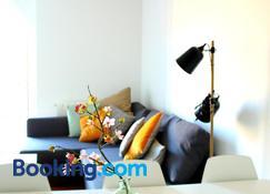 Aloha Apartamentos - Pamplona - Sala de estar