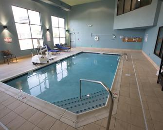 Holiday Inn Express Hotel & Suites Madison - Madison - Pool