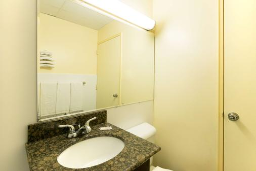 Days Inn by Wyndham Philadelphia - Roosevelt Boulevard - Philadelphia - Bathroom