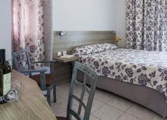Potidea Golden Beach Hotel - Nea Poteidaia - Спальня
