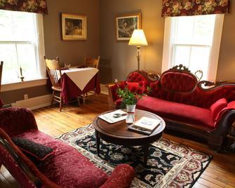 Surfside Inn - Hubbards - Living room