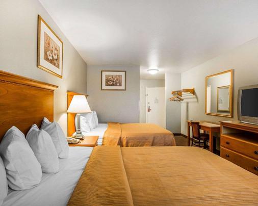 Econo Lodge - Tracy - Bedroom