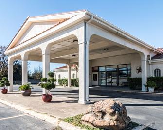 Motel 6 Stephenville - Stephenville - Building