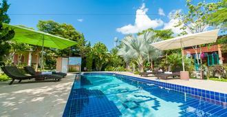 Baan Chokdee Pai Resort - Pai - Bể bơi