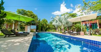 Baan Chokdee Pai Resort - פאי - בריכה