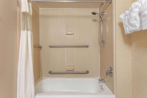Wingate by Wyndham Macon - Macon - Phòng tắm