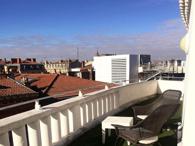 Ours Blanc-Wilson - Toulouse - Balcony