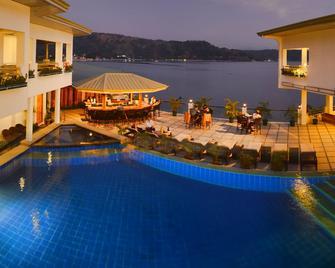 Mangrove Resort Hotel - Subic - Zwembad