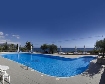 Kardamili Beach Hotel - Kardamyli - Pool