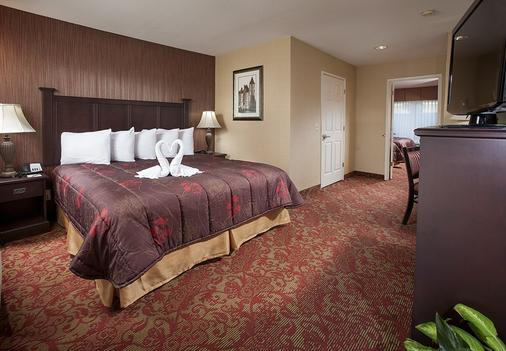 Castle Inn and Suites - Anaheim - Bedroom