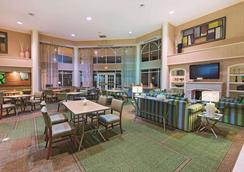 La Quinta Inn & Suites By Wyndham Dallas Dfw Airport North - Irving - Lobby