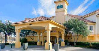 La Quinta Inn & Suites By Wyndham Dallas Dfw Airport North - אירווינג