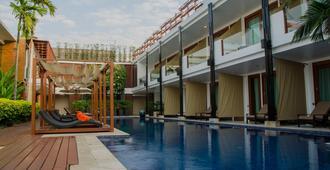 La Flora Resort Patong - Patong - Piscina