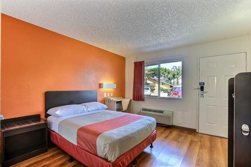 Motel 6 Pleasanton - Pleasanton - Makuuhuone