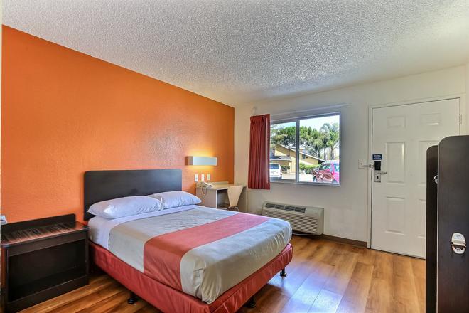 Motel 6 Pleasanton - Pleasanton - Κρεβατοκάμαρα