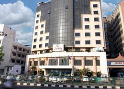 Lords Plaza, Surat - Sūrat - Building