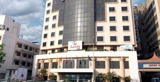 Lords Plaza, Surat - Sūrat