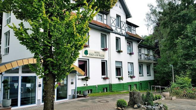 Hotel Haus Am Walde - Bad Fallingbostel - Edificio