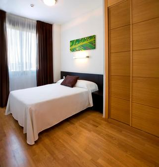 Compostela Suites Apartments - Madrid - Bedroom