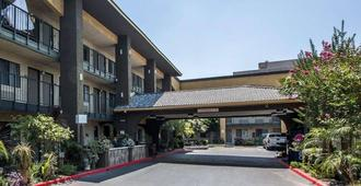 Quality Inn Ontario Airport Convention Center - אונטריו