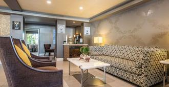 Quality Inn Ontario Airport Convention Center - Ontario - Living room