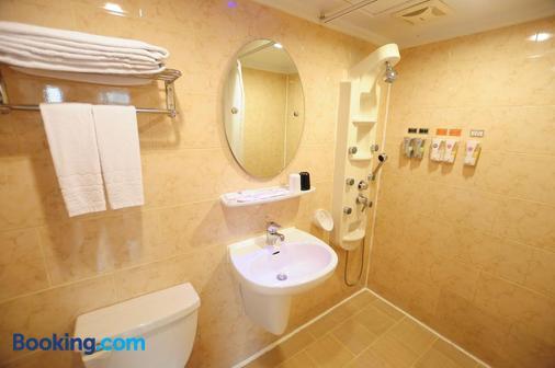 Kindness Hotel Weiwuying - Kaohsiung - Bathroom