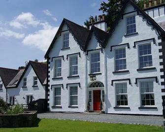Coed Mawr Hall - Conwy - Building