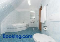 Hotel Gromada - Toruń - Bathroom