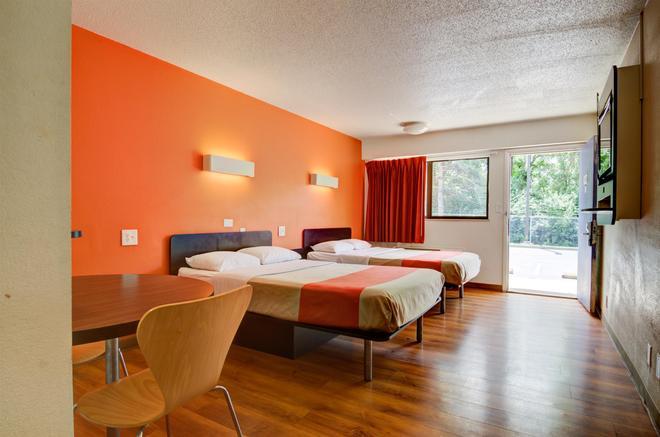 Motel 6 Kansas City - Kansas City - Bedroom