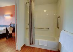 Motel 6 Kansas City - Kansas City - Bathroom