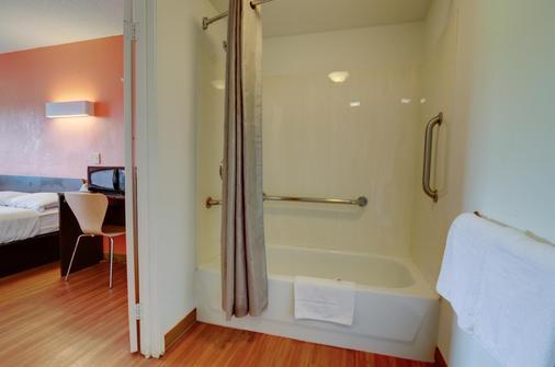 Motel 6 Kansas City - Κάνσας Σίτυ - Μπάνιο