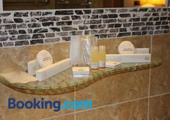 Hotel Centrale Trieste - Trieste - Bathroom