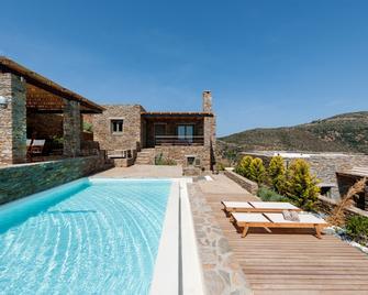 Andros Tessera - Gavrio - Pool