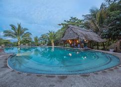Popa Paradise Beach Resort - Bocas del Toro - Piscina