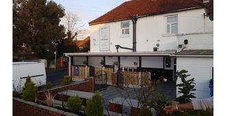 The Swan Inn - Staines-upon-Thames - Edificio