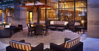 Courtyard by Marriott Kansas City Overland Park/Convention Center - Công viên Overland - Hàng hiên