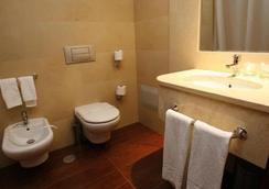 Hotel Catedral - Funchal - Bathroom